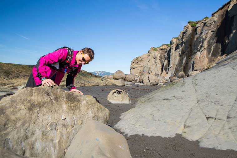 Searching for fossils on Fossil Beach © Wayde Carroll Photography