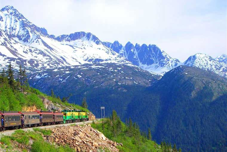 Trains take you the old fashioned way into the Yukon territory © Skagway CVB